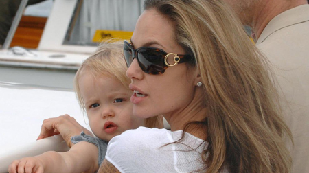 Angelina Jolie embarazada de 2 gemelas