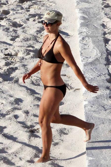 britney-spears-bikini-01