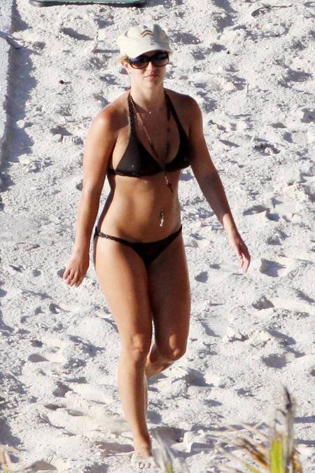 britney-spears-bikini-06
