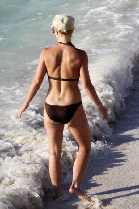 britney-spears-bikini-13
