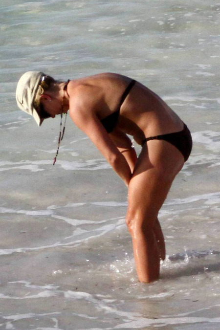 britney-spears-bikini-15