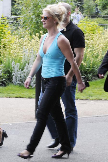 Britney Spears de paseo en el zoo 06
