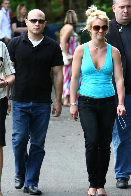 Britney Spears de paseo en el zoo 07