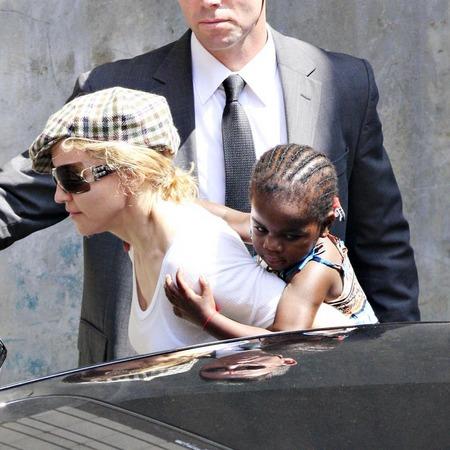Madonna y su nueva hija, Mercy 05