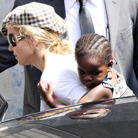 Madonna y su nueva hija, Mercy 06