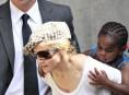 imagen Madonna y su nueva hija, Mercy