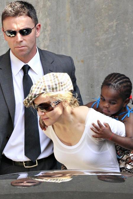 Madonna y su nueva hija, Mercy 07