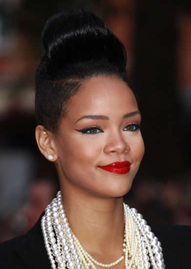 rihanna-no-termina-de-encontrar-un-look-04