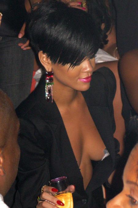 Rihanna se tomó a pecho la soltería 05