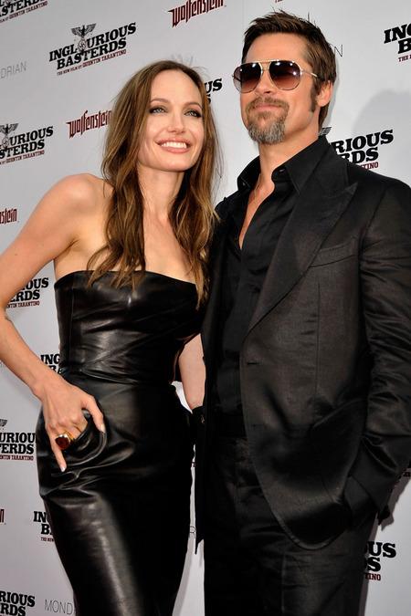 Brad Pitt y Angelina Jolie juntos y enamorados 02