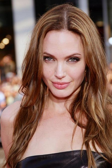 Brad Pitt y Angelina Jolie juntos y enamorados 04