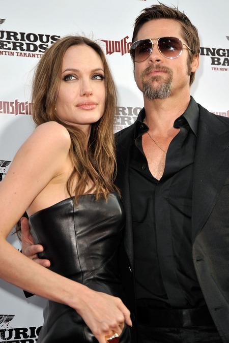 Brad Pitt y Angelina Jolie juntos y enamorados 08