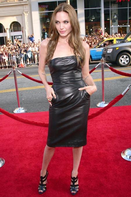 Brad Pitt y Angelina Jolie juntos y enamorados 11