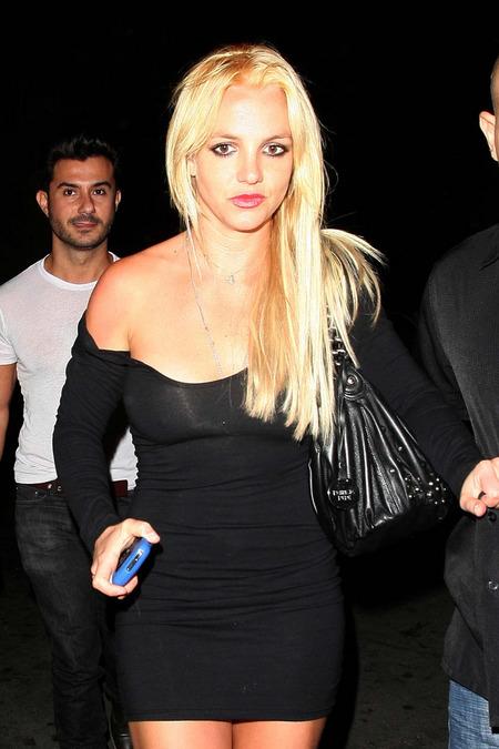 Britney Spears cambió de look y volvió a ser rubia 03
