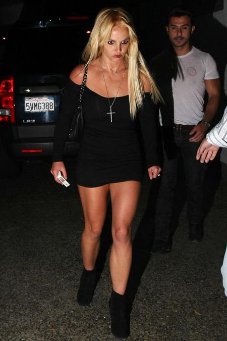 Britney Spears cambió de look y volvió a ser rubia 06