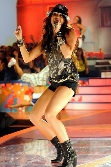 Miley Cyrus y su baile del caño 06