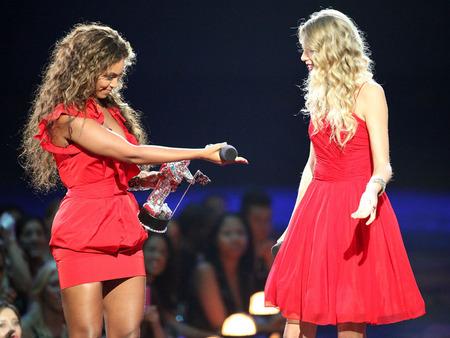 Beyoncé, la gran ganadora de los VMAs 2009 y un ejemplo 02