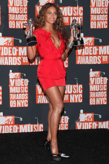 Beyoncé, la gran ganadora de los VMAs 2009 y un ejemplo 05