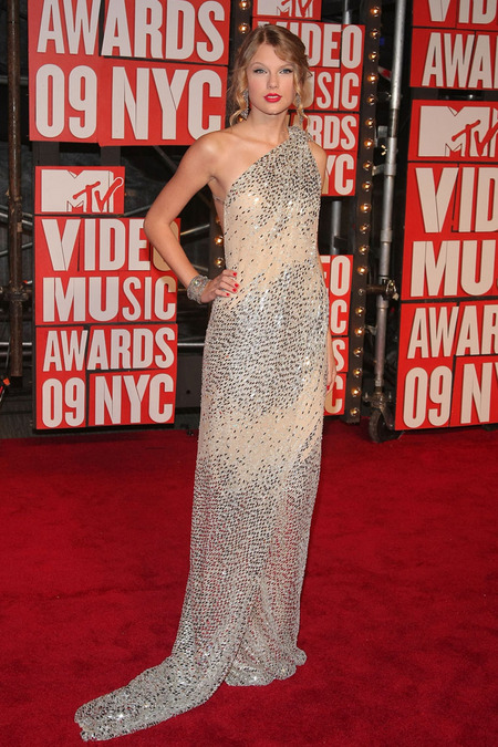 El look de Taylor Swift para los VMAs 2009 02