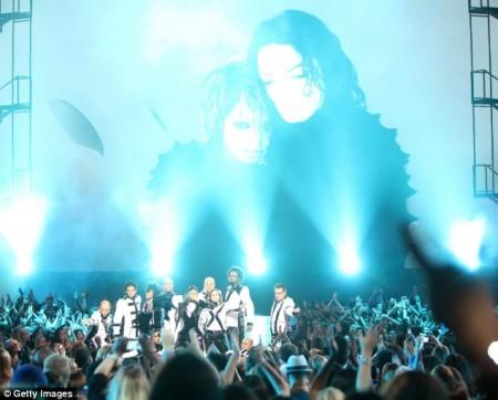 el-tributo-al-rey-del-pop-en-los-vmas-2009-03