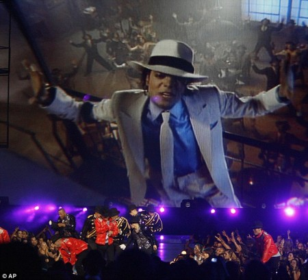 el-tributo-al-rey-del-pop-en-los-vmas-2009-04