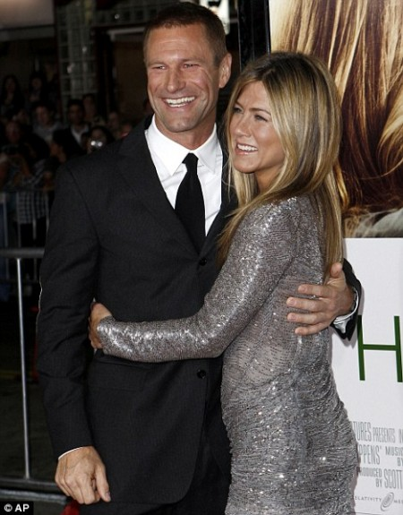 jennifer-aniston-brillo-en-la-alfombra-roja-02