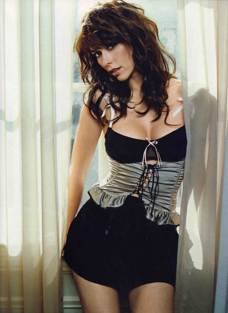 jennifer-love-hewitt-en-la-revista-fhm-04