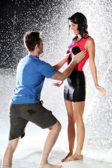 Katy Perry mojada y mientras le acomodan las lolas 05