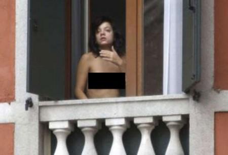 lily-allen-nuevamente-en-topless