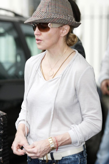 Madonna And Family At The Kabbalah Centre (USA AND OZ ONLY)