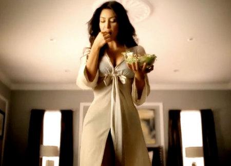 kim-kardashian-hace-que-la-ensalada-parezca-sexy-01
