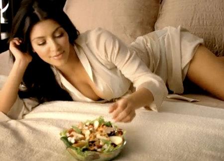 kim-kardashian-hace-que-la-ensalada-parezca-sexy-05