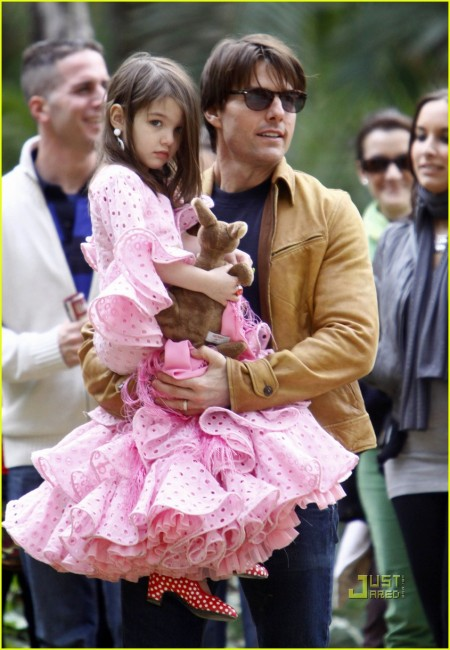 Tom Cruise And Family At A Park In Sevilla (USA AND OZ ONLY)
