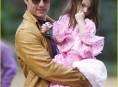 imagen Suri Cruise y su look «flamenco» enternecen a su padre