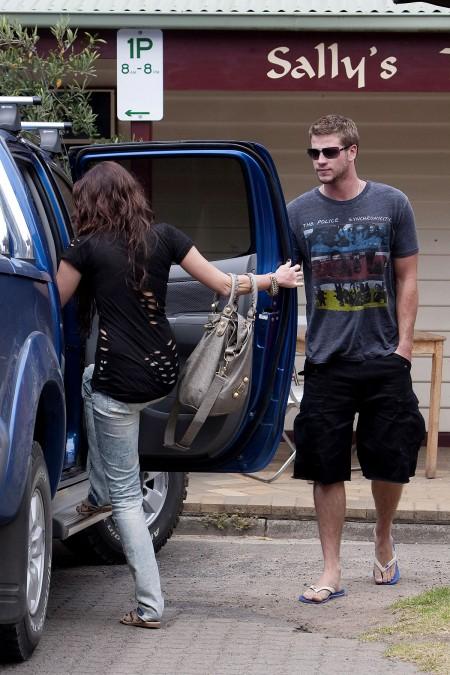 Miley Cyrus y Liam Hemsworth juntos en Australia-07
