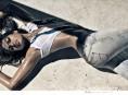 imagen Eva Mendes sigue provocando con Calvin Klein