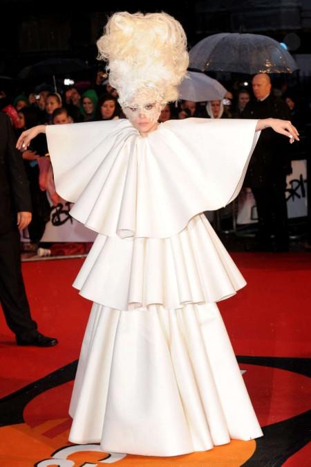 Lady GaGa fue la gran ganadora de los Brit Awards-05