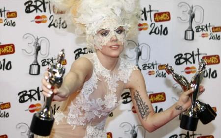 Lady GaGa fue la gran ganadora de los Brit Awards-07