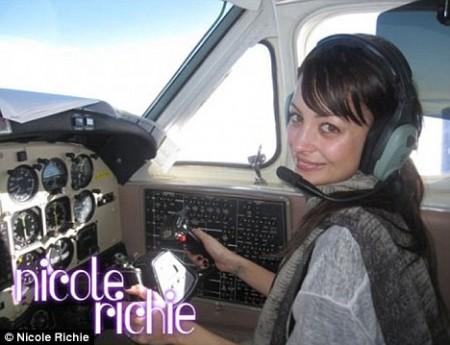 Nicole Richie piloto2