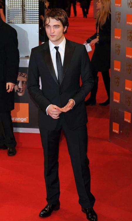 Robert Pattinson en los BAFTAs3