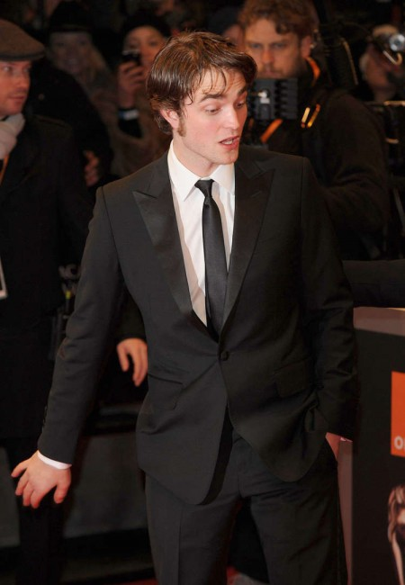 Robert Pattinson en los BAFTAs4
