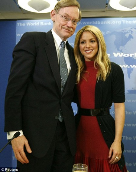 Shakira conquistó al Banco Mundial1
