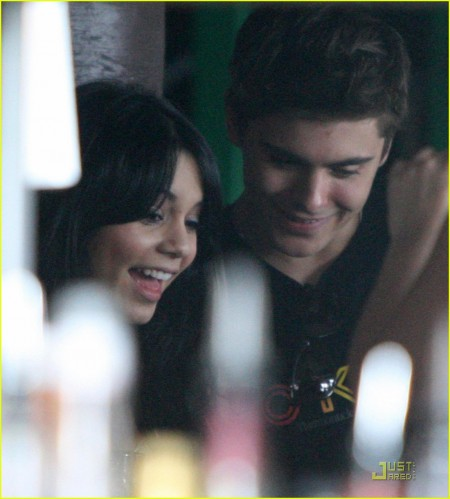 Zac Efron And Vanessa Hudgens Out For Lunch In Sydney (USA ONLY)