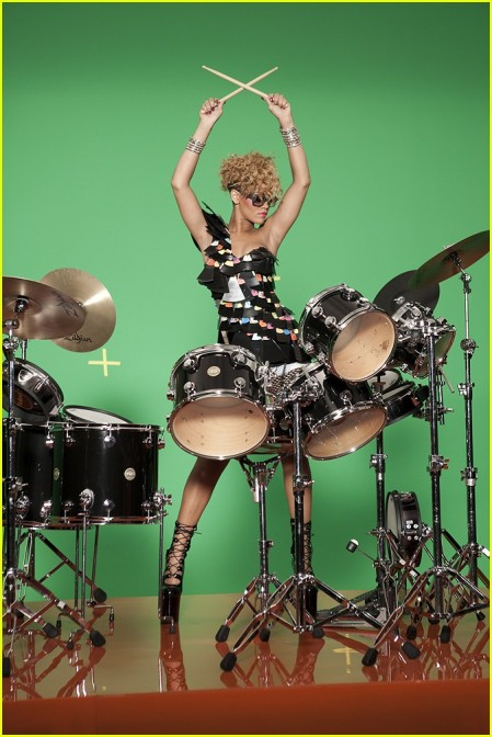 rihanna-zebra-rude-boy-music-video-02-449x672