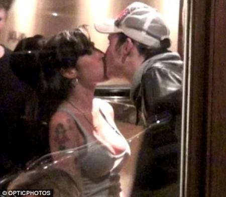 Amy Winehouse vuelve a los brazos de su ex marido 1
