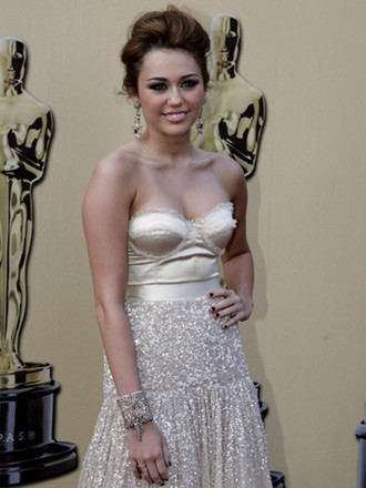 Miley Cyrus by Jenny Packham 1