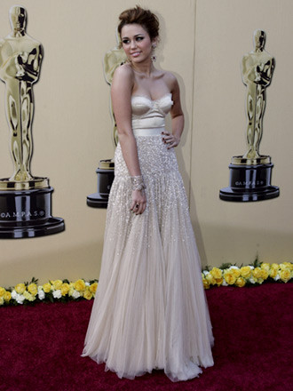 Miley Cyrus by Jenny Packham 3
