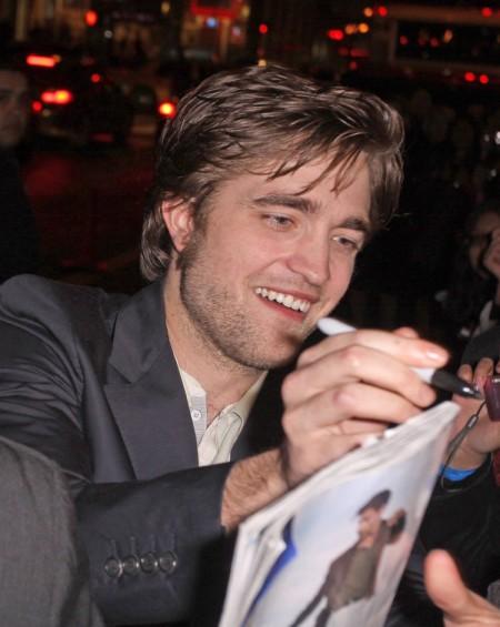 Robert Pattinson mimó un poco a sus fans 2