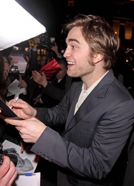Robert Pattinson mimó un poco a sus fans 3