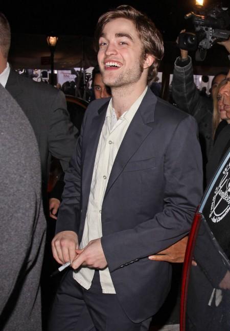 Robert Pattinson mimó un poco a sus fans 4